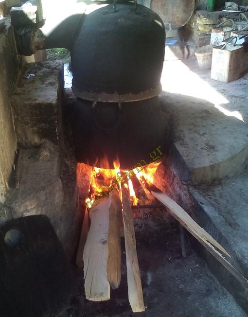χάλκινο καζάνι με ξύλα για παραδοσιακό τσίπουρο, kazani gia spitiko tsipouro, glykanisos