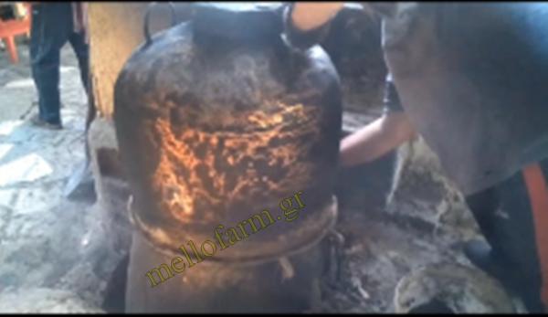 καζάνι με ξύλα για παραδοσιακό τσίπουρο tsipouro