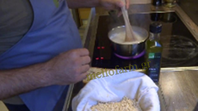 Ξινός τραχανάς με μπουκιές σε ελαιόλαδο